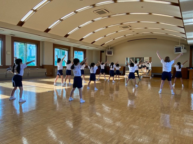 チアダンス教室」横須賀小学校内講堂